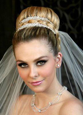 Svatební účesy  Rady podle typu vlasů  177c3ec53b
